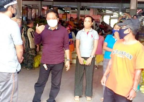 Nusabali.com - walikota-rai-mantra-tinjau-penerapan-protokol-kesehatan-di-pasar-gunung-agung