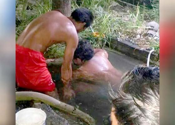 Nusabali.com - pipa-bocor-pasokan-air-bersih-di-kuta-selatan-terganggu