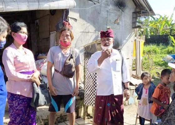 Nusabali.com - setelah-baca-nusabali-dinsos-bali-bantu-sembako-tiga-anak-yatim