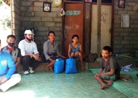 Nusabali.com - camat-kubu-perjuangkan-nasib-lumpuh-sekeluarga