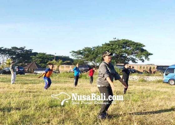Nusabali.com - bupati-mas-sumatri-pimpin-senam-krida