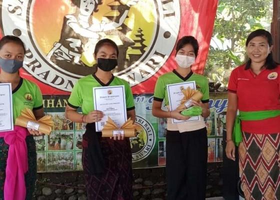 Nusabali.com - covid-19-gelar-pelatihan-tari-online