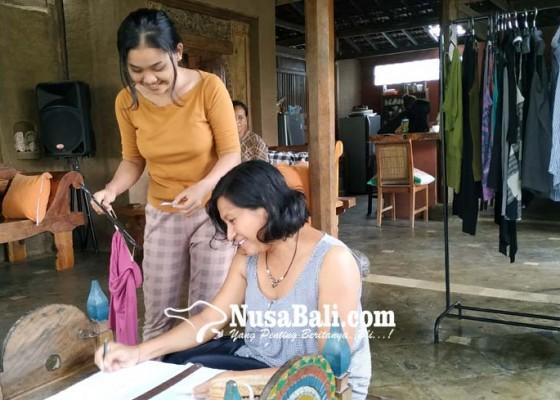 Nusabali.com - nabung-sampah-bisa-ditukar-dengan-baju-dan-alat-dapur-dari-keramik