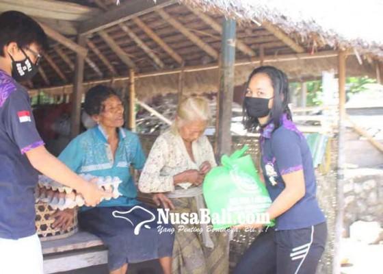 Nusabali.com - osis-sma-pgri-bagikan-sembako-di-tiga-desa
