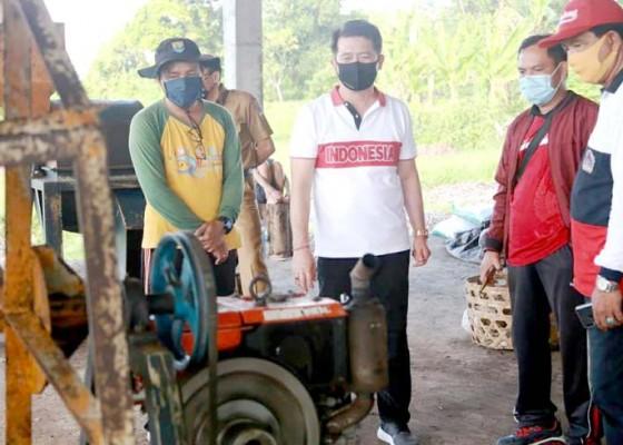 Nusabali.com - bupati-suwirta-atensi-pemilahan-sampah-plastik-di-toss-centre