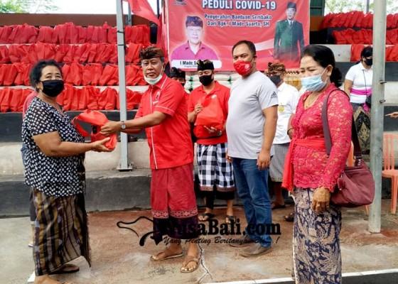 Nusabali.com - anggota-dewan-tabanan-gelontor-760-paket-sembako-di-kediri