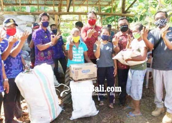 Nusabali.com - warga-selat-tukar-sampah-dengan-sembako