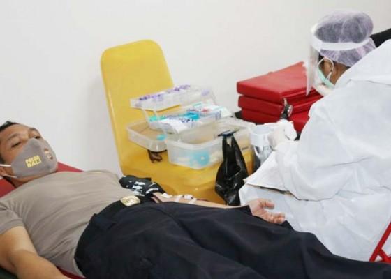 Nusabali.com - hut-bhayangkara-175-personel-polda-donor-darah