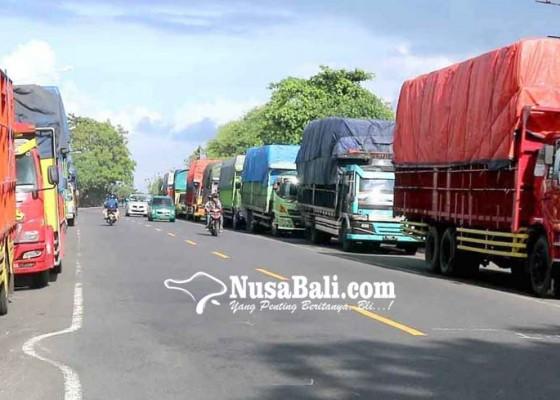 Nusabali.com - antre-di-padangbai-hingga-2-hari