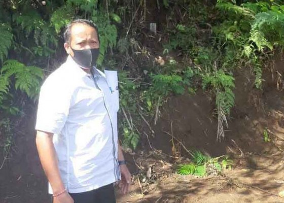 Nusabali.com - tanah-dipatok-pamangku-pura-besakih-lapor-polisi