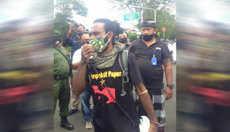 www.nusabali.com-demo-aksi-anti-rasisme-papua-dibubarkan