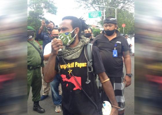 Nusabali.com - demo-aksi-anti-rasisme-papua-dibubarkan