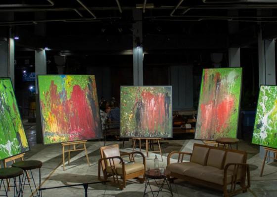 Nusabali.com - seniman-made-bayak-lelang-lima-lukisan-hyena