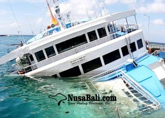 Nusabali.com - lagi-limbah-minyak-kmp-dharma-rucitra-3-disemprot