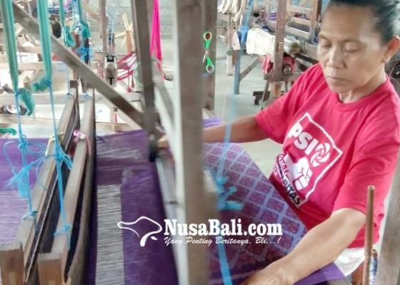 Nusabali.com - pasar-hilang-perajin-tenun-tradisional-setop-produksi