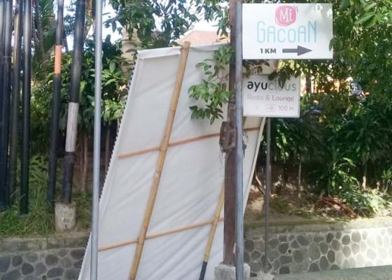 Nusabali.com - baliho-kandidat-cawali-diduga-dibuang-ke-got