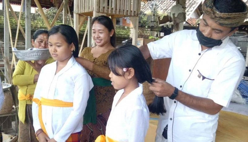 www.nusabali.com-rambut-gadis-suci-dipotong-untuk-ngodakin-sesuhunan