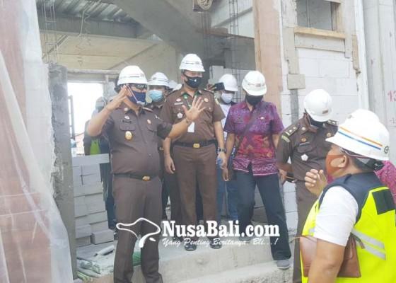 Nusabali.com - proyek-pasar-banyuasri-separo-jalan-pemborong-janji-sesuai-target
