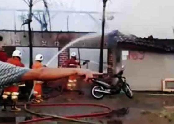Nusabali.com - diduga-korsleting-listrik-rumah-kos-terbakar