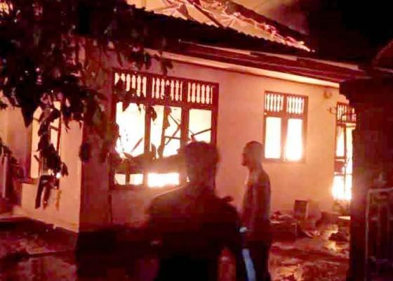 Nusabali.com - korsleting-listrik-rumah-terbakar