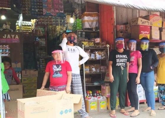 Nusabali.com - pedagang-pasar-di-tabanan-wajib-kenakan-face-shield