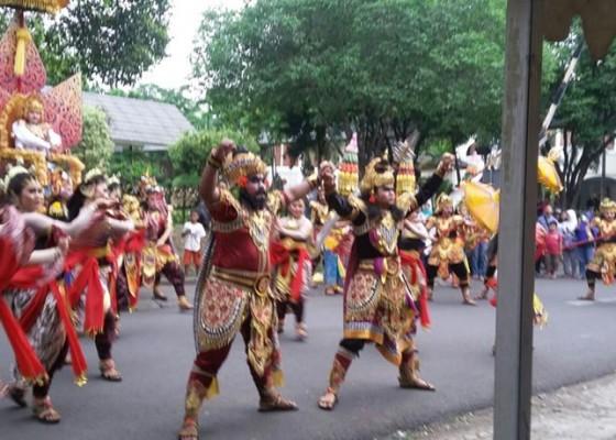 Nusabali.com - pawai-budaya-nusantara-pertama-tampil-bali-juara-umum