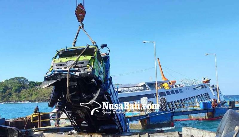 www.nusabali.com-evakuasi-dua-truk-selama-10-jam