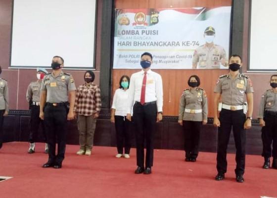 Nusabali.com - pelajar-polisi-hingga-bhayangkari-di-jembrana-unjuk-gigi-berpuisi