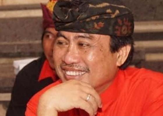 Nusabali.com - adukan-pembakaran-bendera-pdip-saat-demo-tolak-ruu-hip