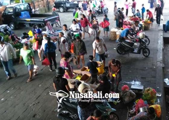 Nusabali.com - pedagang-pasar-dilengkapi-tanda-pengenal-barcode
