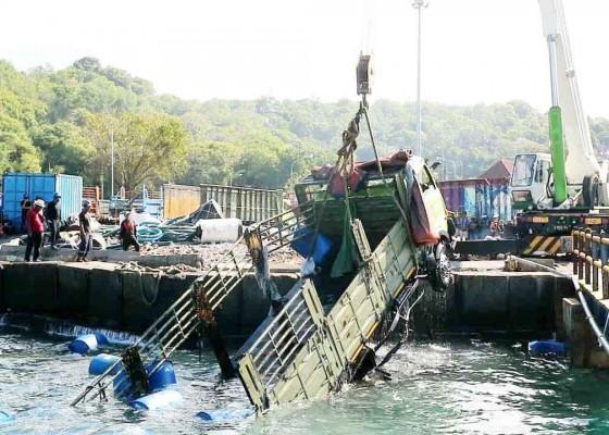 Nusabali.com - tiga-truk-dan-tiga-motor-berhasil-dievakuasi