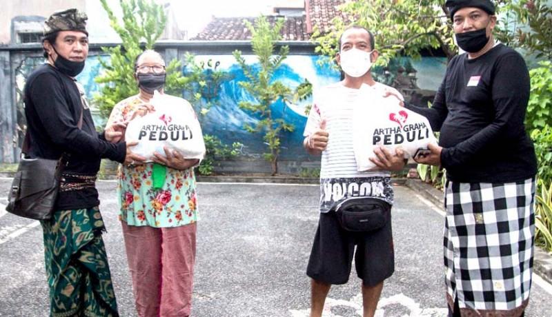 www.nusabali.com-308-warga-canggu-permai-digelontor-sembako