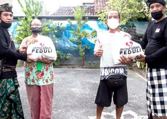 Nusabali.com - 308-warga-canggu-permai-digelontor-sembako