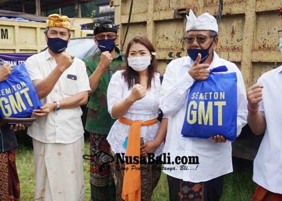 Nusabali.com - bantu-70-dadia-dan-22-banjar-gmt-bagikan-2683-ton-beras