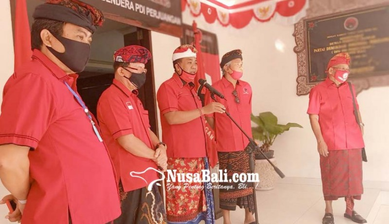 www.nusabali.com-koster-bakar-bendera-pdip-lecehkan-mega