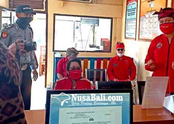 Nusabali.com - pengurus-pdip-jembrana-konvoi-naik-pick-up-ke-mapolres