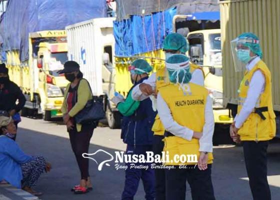Nusabali.com - di-padangbai-sopir-truk-nihil-pemeriksaan-rapid-test