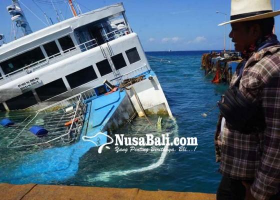 Nusabali.com - petugas-tuntaskan-evakuasi-kendaraan-dari-kmp-dharma-rucitra-3