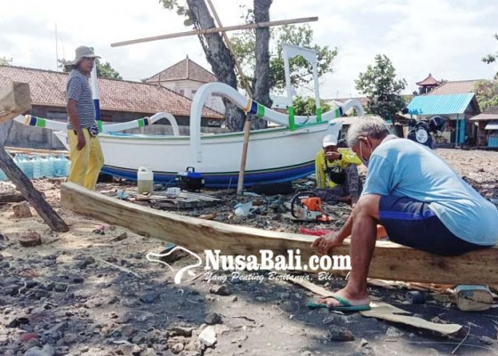 Nusabali.com - pandemi-covid-19-tukang-jukung-pun-kian-melarat