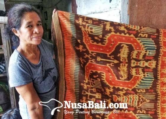 Nusabali.com - frederika-mbitu-kay-perajin-tenun-khas-sumba