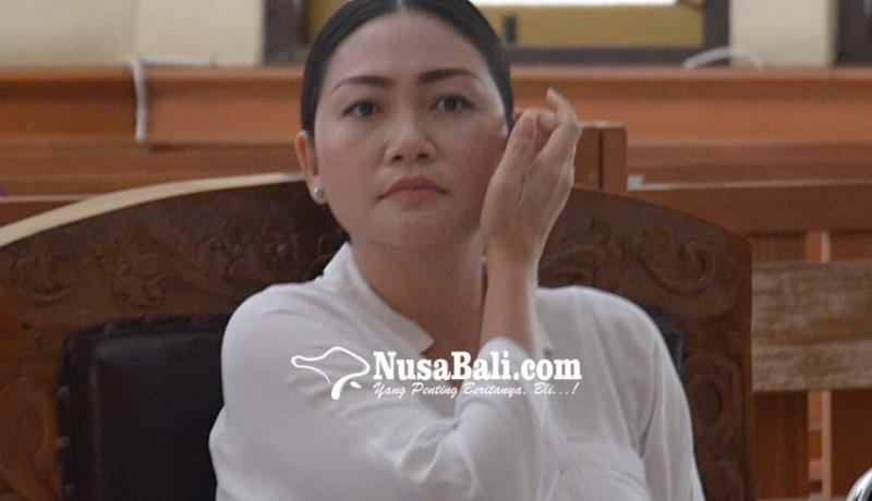 www.nusabali.com-gara-gara-postingan-monyet-di-fb-irt-cantik-disidang