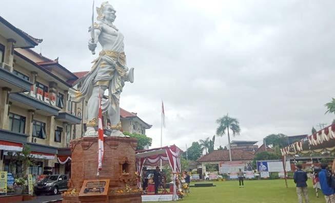 www.nusabali.com-polres-gianyar-resmikan-patung-gajah-mada