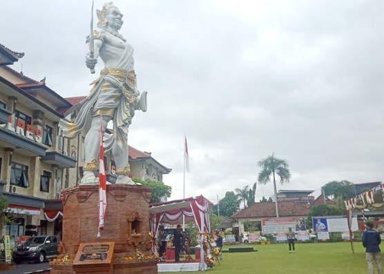 Nusabali.com - polres-gianyar-resmikan-patung-gajah-mada