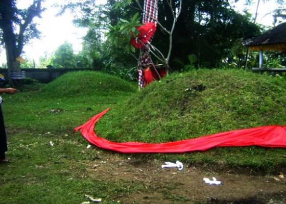 Nusabali.com - ngereh-tengah-malam-muncul-sinar-di-gegumuk-agung-areal-setra