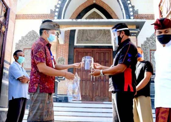 Nusabali.com - wabup-kembang-cek-kesiapan-new-normal-di-gereja