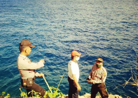 Nusabali.com - diterjang-ombak-pemancing-hilang