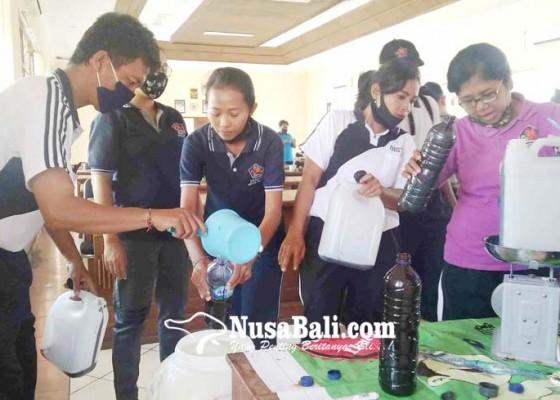 Nusabali.com - gandeng-dlh-distan-bikin-pelatihan-eco-enzim