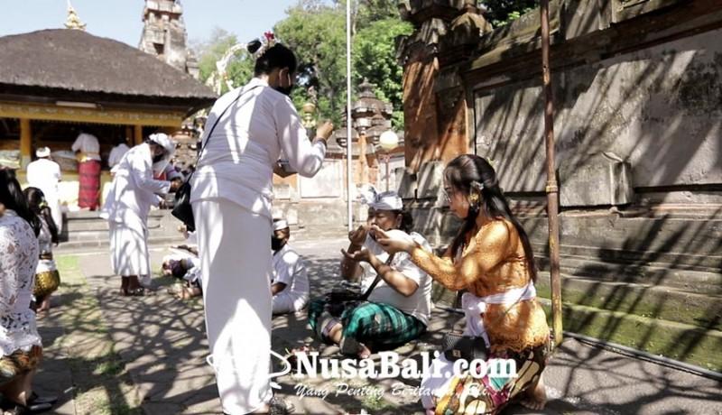 www.nusabali.com-persembahyangan-saraswati-terapkan-protokol-kesehatan