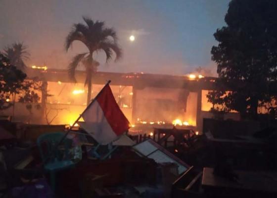 Nusabali.com - gedung-sdn-3-bajera-terbakar-saat-saraswati