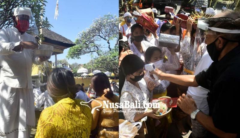 www.nusabali.com-pamangku-pakai-apd-sembahyang-saraswati-terapkan-protokol-covid-19